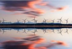 La producción de energías renovables son una de las principales industrias verdes.